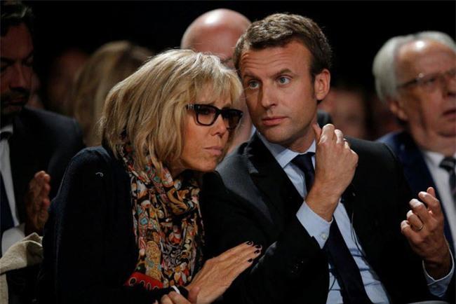 Những bức ảnh tình tứ của vợ chồng ứng viên tổng thống Pháp - Ảnh 10.