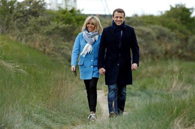 Những bức ảnh tình tứ của vợ chồng ứng viên tổng thống Pháp - Ảnh 11.