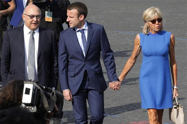 Những bức ảnh tình tứ của vợ chồng ứng viên tổng thống Pháp - Ảnh 15.