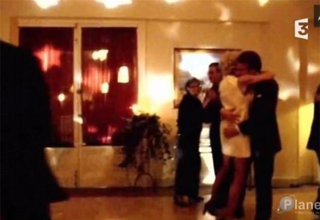 Những bức ảnh tình tứ của vợ chồng ứng viên tổng thống Pháp - Ảnh 2.