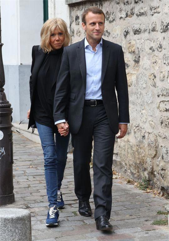 Những bức ảnh tình tứ của vợ chồng ứng viên tổng thống Pháp - Ảnh 4.