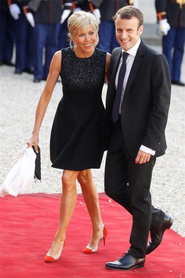 Những bức ảnh tình tứ của vợ chồng ứng viên tổng thống Pháp - Ảnh 5.