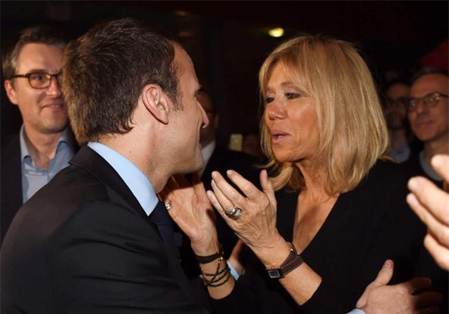 Những bức ảnh tình tứ của vợ chồng ứng viên tổng thống Pháp - Ảnh 6.