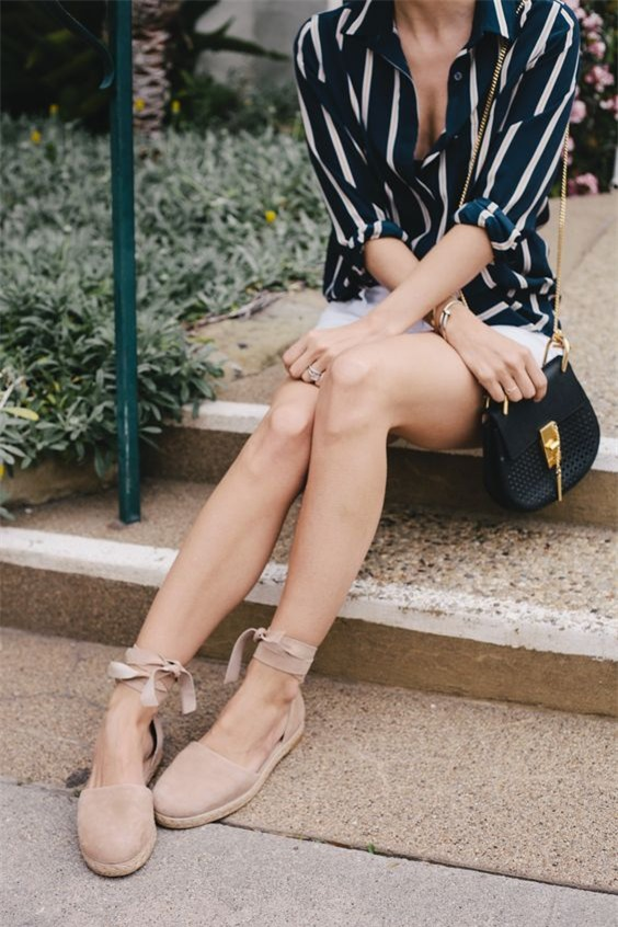 Đã diện shorts là phải diện cùng 4 kiểu giày dép này mới ra chất mùa hè - Ảnh 10.