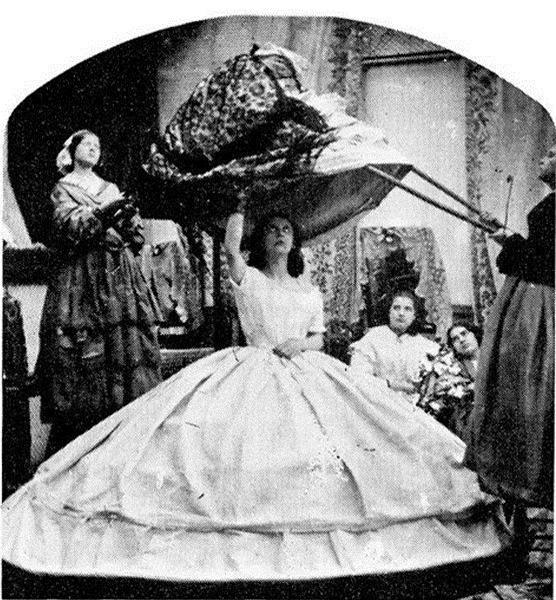Chiếc váy giết người, đoạt mạng hơn 3.000 phụ nữ suốt hơn 100 năm - Ảnh 3.