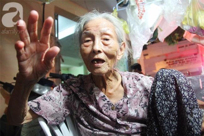 Có 8 con nhưng vẫn neo đơn, cụ bà 88 tuổi ôm xe bánh mì, ngủ lề đường giữa Sài Gòn hoa lệ - Ảnh 6.