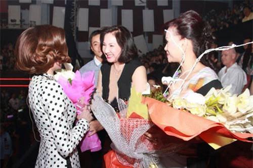 """chuyen 2 sao viet tung la """"cuu nang dau"""" cua 2 ba me chong """"khet tieng"""" tren thuong truong - 2"""