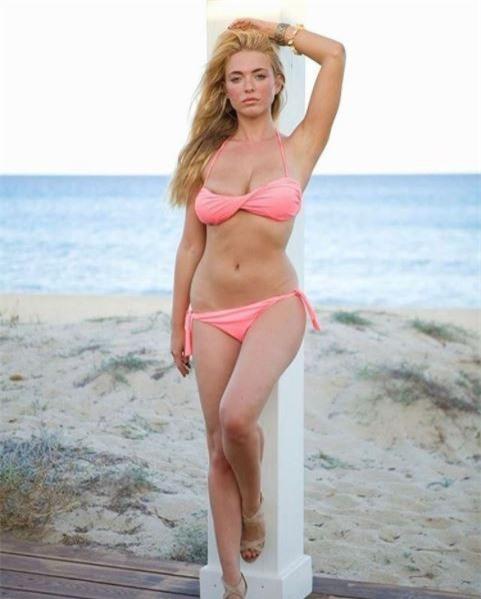 Người mẫu Playboy trút xiêm y ủng hộ đội bóng con cưng - Ảnh 5.
