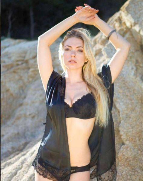 Người mẫu Playboy trút xiêm y ủng hộ đội bóng con cưng - Ảnh 9.