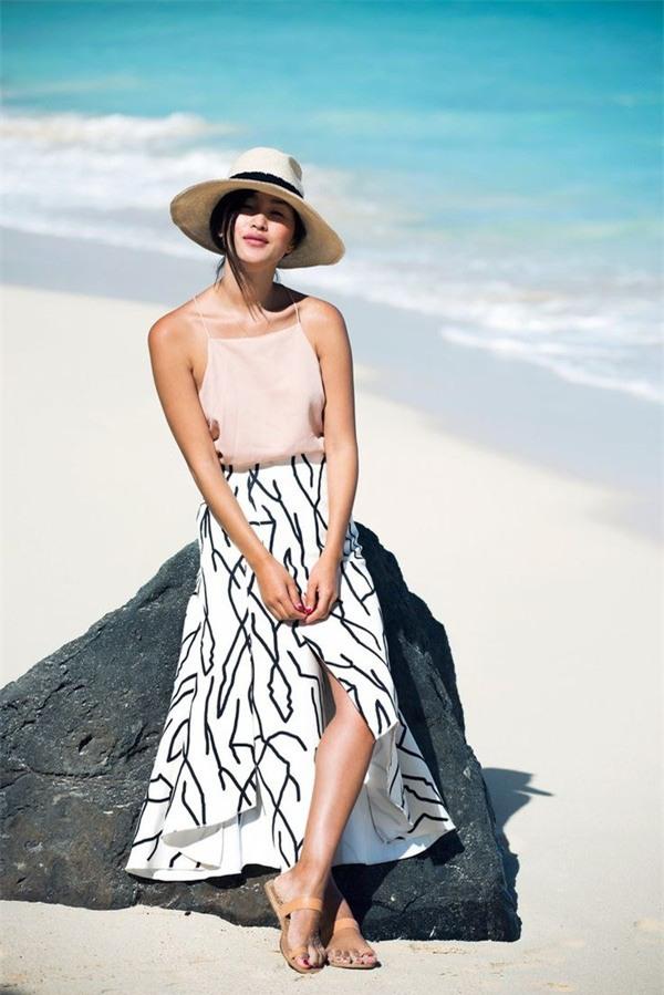 Ngoài đồ bơi ra thì đi biển các nàng cứ mặc thế này là đẹp nhất! - Ảnh 2.