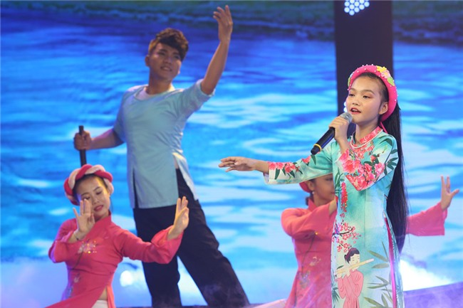 Be hat 'Mot khuc tam tinh nguoi Ha Tinh' duoc Quang Linh khen nuc no hinh anh 1