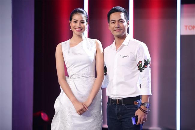 Hoa hậu Phạm Hương giật thót vì bị trai lạ tỏ tình trên sóng truyền hình - Ảnh 1.