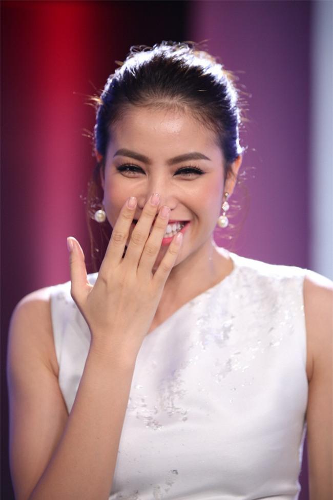 Hoa hậu Phạm Hương giật thót vì bị trai lạ tỏ tình trên sóng truyền hình - Ảnh 3.