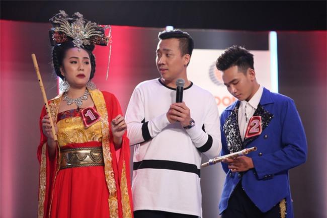 Hoa hậu Phạm Hương giật thót vì bị trai lạ tỏ tình trên sóng truyền hình - Ảnh 5.