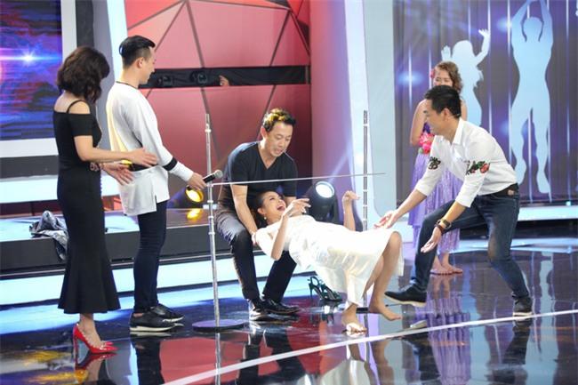 Hoa hậu Phạm Hương giật thót vì bị trai lạ tỏ tình trên sóng truyền hình - Ảnh 7.
