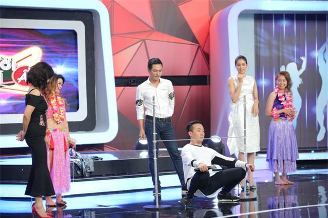 Hoa hậu Phạm Hương giật thót vì bị trai lạ tỏ tình trên sóng truyền hình - Ảnh 8.