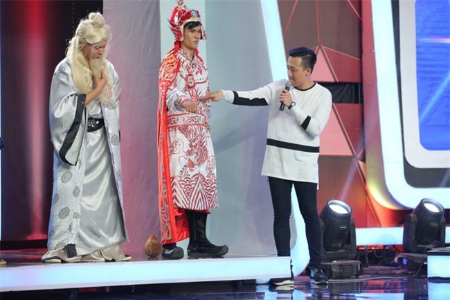 Hoa hậu Phạm Hương giật thót vì bị trai lạ tỏ tình trên sóng truyền hình - Ảnh 9.