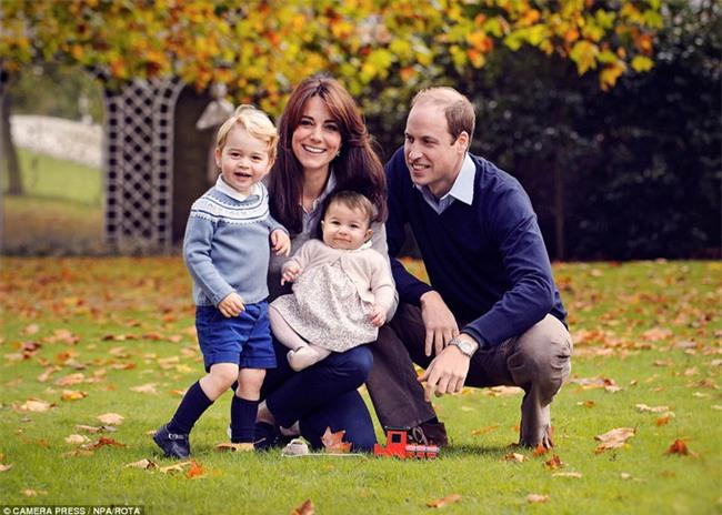 Công chúa nhỏ nước Anh xinh xắn và lớn bổng trong bức ảnh mừng sinh nhật lần thứ 2 - Ảnh 5.