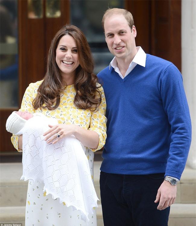 Công chúa nhỏ nước Anh xinh xắn và lớn bổng trong bức ảnh mừng sinh nhật lần thứ 2 - Ảnh 6.