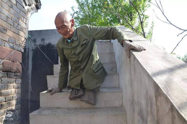 Mất cả hai chân, ông lão vẫn chăm sóc gia đình suốt 40 năm - Ảnh 5.