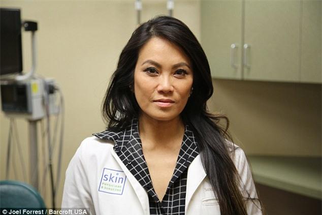 Bác sĩ da liễu Sandra Lee - người nổi tiếng với các clip nặn mụn dưới tên Dr. Pimple Popper (Ảnh:Internet)