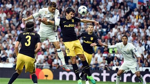 Ronaldo bật cao đánh đầu mở tỷ số trận đấu