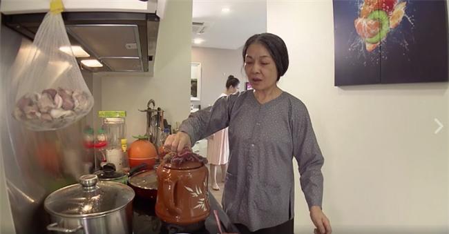 Mẹ chồng tốt bụng nấu thuốc bắc an thai, nàng dâu bực tức đổ cả đi - Ảnh 2.