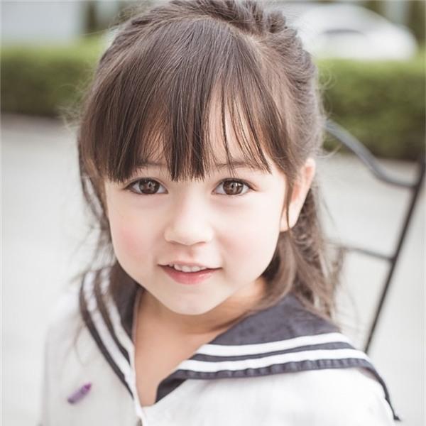 Vì quá xinh xắn, đáng yêu nên Jenna thường được gọi bằng thiên thần nhí, tiểu công chúa hay búp bê Jenna.