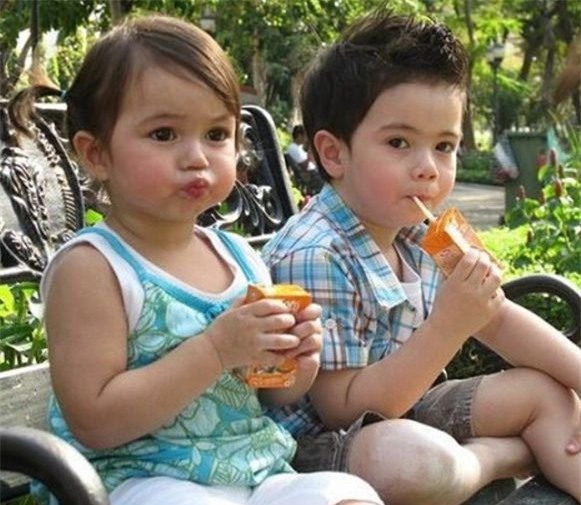 Ngoài ra, Jenna còn có một người anh trai sinh đôi chính là Justin. Hai anh em từng khiến cho cư dân mạng phát sốt bởi biểu cảm đáng yêu trên khuôn mặt.