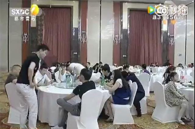 Chú rể sống ảo, thuê hơn 200 người lạ giả làm bạn tới dự đám cưới của mình cho hoành tráng - Ảnh 5.