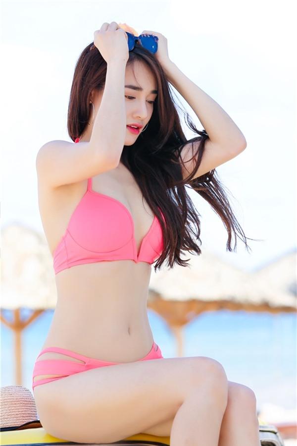 Theo lời chia sẻ, Nhã Phương dù rất bận rộn nhưng luôn dành thời gian để tập thể dục, giữ gìn vóc dáng cân đối.