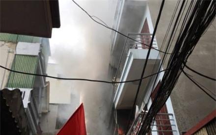 Cháy lớn tại phố Vĩnh Tuy, hàng trăm người trong ngõ gào thét hoảng sợ ảnh 1