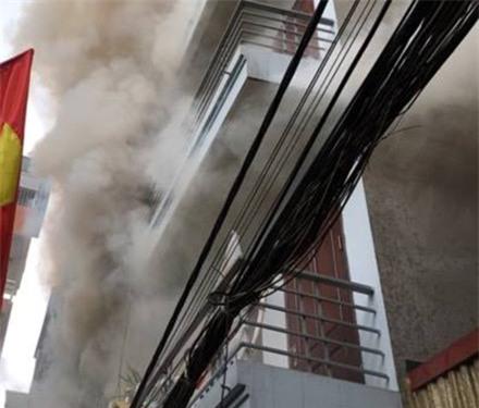 Cháy lớn tại phố Vĩnh Tuy, hàng trăm người trong ngõ gào thét hoảng sợ ảnh 2