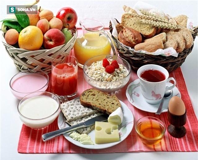 Đổi bữa sáng và bữa tối cho nhau mới đúng: Hóa ra bao lâu nay chúng ta toàn ăn sai cách - Ảnh 1.