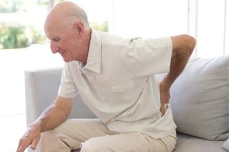 Nếu nhà bạn có người cao tuổi, nhắc họ tuyệt đối không làm 8 việc hại sức khoẻ này - Ảnh 4.