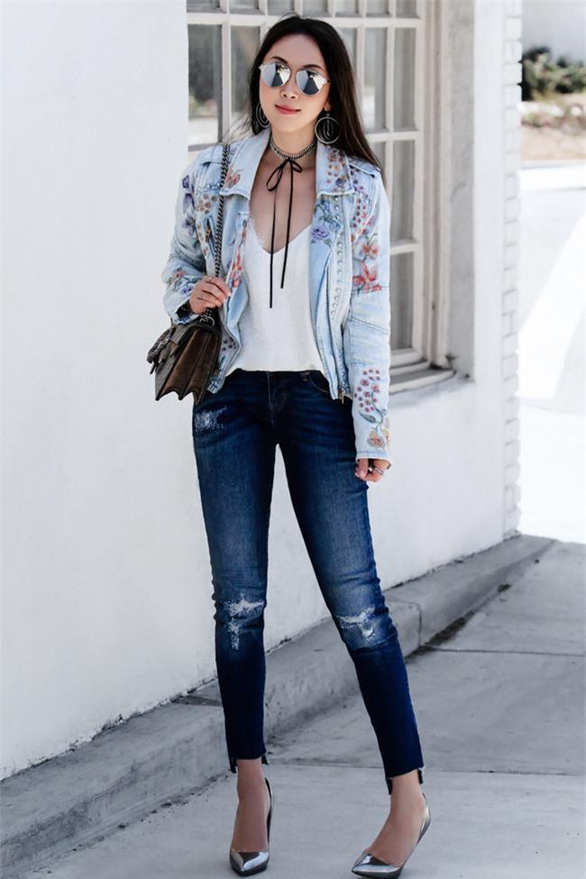 Có bao giờ bạn nghĩ quần jeans với giày cao gót lại hợp gu thế này? - Ảnh 1.