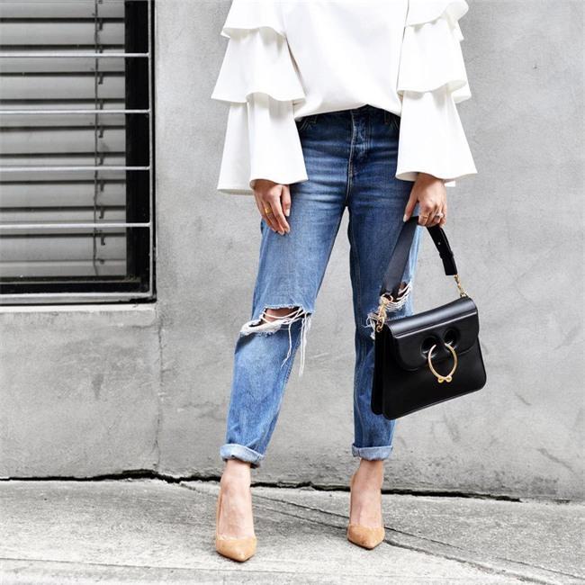 Có bao giờ bạn nghĩ quần jeans với giày cao gót lại hợp gu thế này? - Ảnh 19.