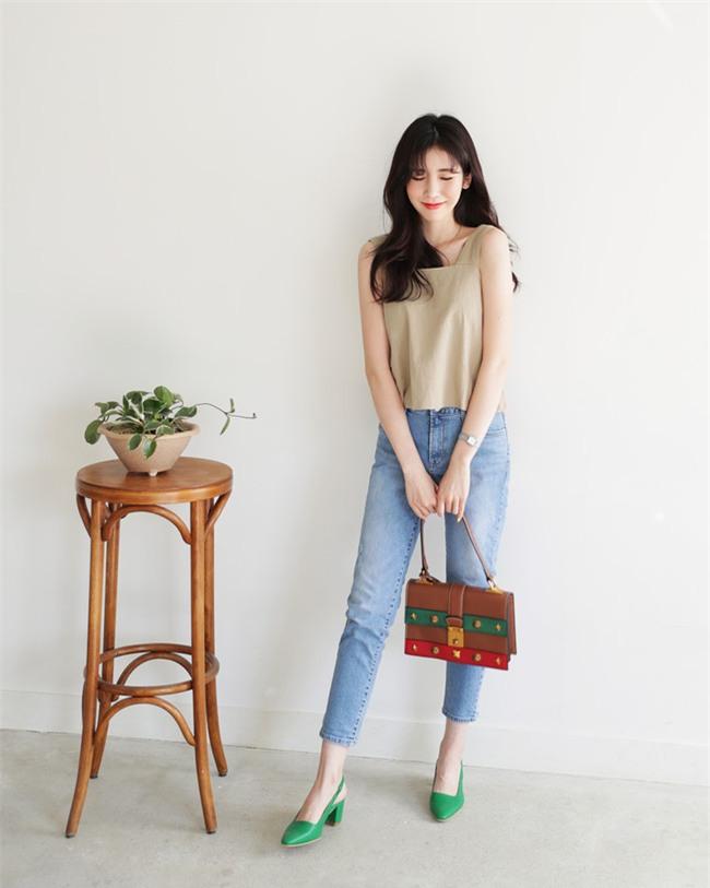 Có bao giờ bạn nghĩ quần jeans với giày cao gót lại hợp gu thế này? - Ảnh 6.