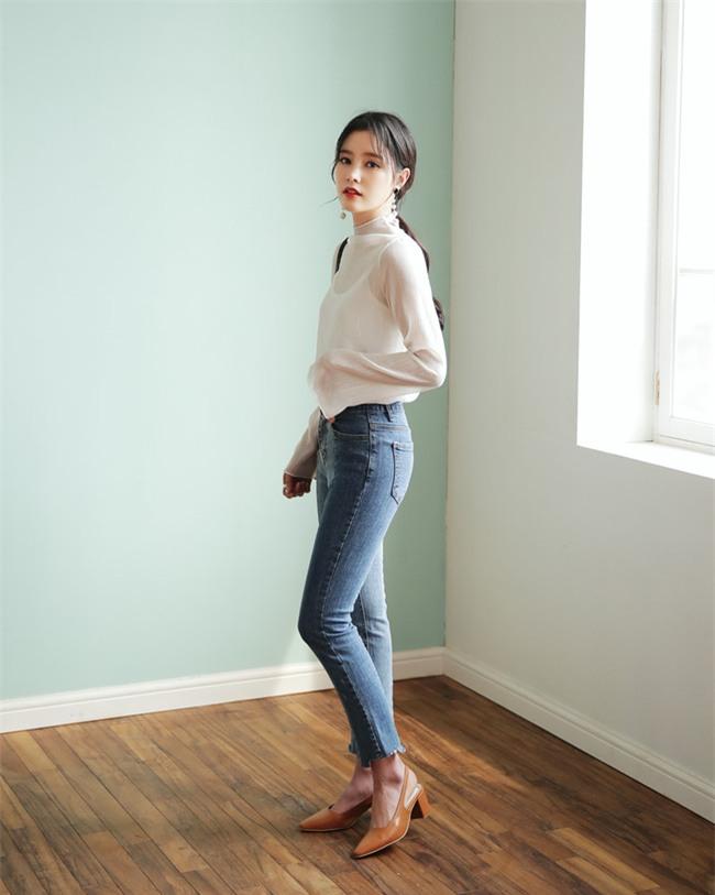 Có bao giờ bạn nghĩ quần jeans với giày cao gót lại hợp gu thế này? - Ảnh 7.