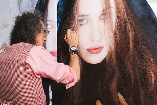 Bí mật ẩn chứa đằng sau những bức hình thiếu nữ xinh đẹp khiến người xem không tin vào mắt mình - Ảnh 2.