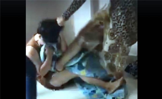 đánh hội đồng, hành hung, hành hung phụ nữ, 3 phụ nữ bị đánh