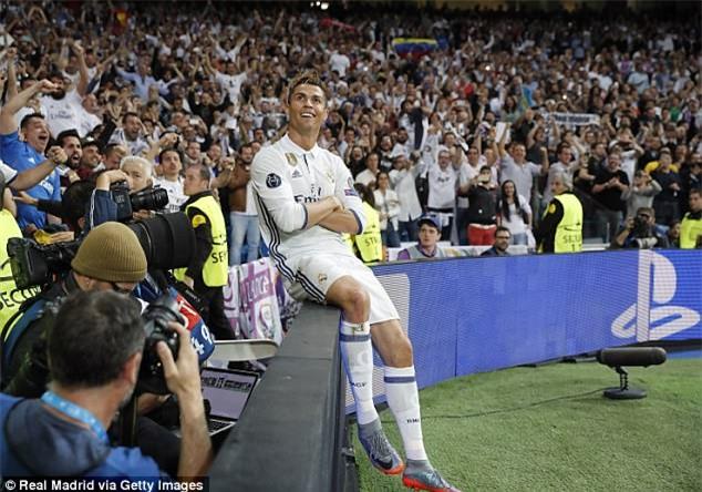 7 bức ảnh nhiều like nhất trên Instagram 100 triệu người theo dõi của Ronaldo - Ảnh 1.