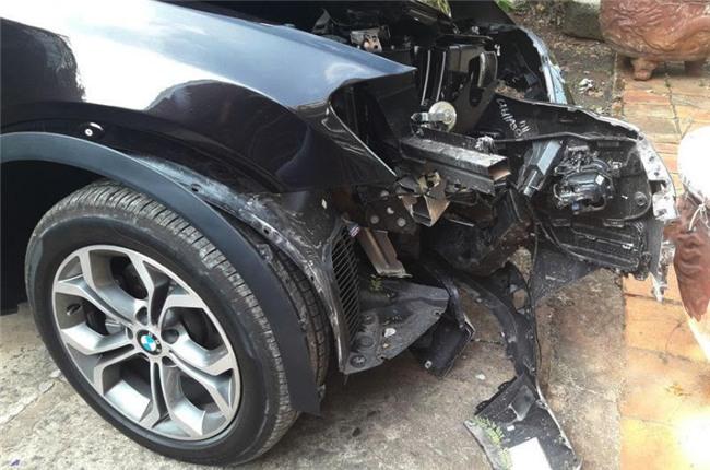 BMW đâm gốc me, BMW đâm gốc cây, chủ tịch huyện Côn Đảo, tai nạn giao thông