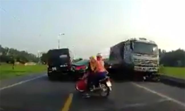 Gia cảnh khốn khó của 2 anh em ruột bị xe tải đi ngược chiều cán tử vong thương tâm - Ảnh 2.