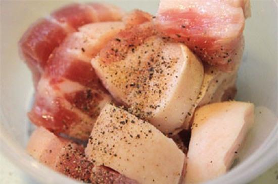 Cách làm thịt lợn kho dứa cho bữa trưa lạ miệng-1