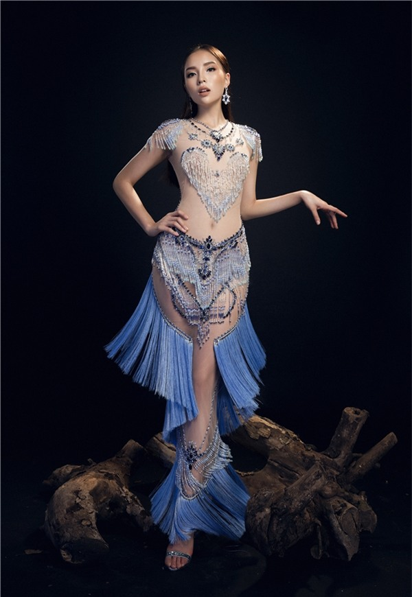 Hoa hậu Kỳ Duyên hở bạo với váy trong suốt như sương khói