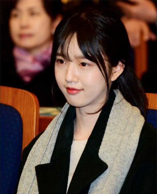 Dispatch: Con gái xinh đẹp của ứng viên tranh cử Tổng thống Hàn Quốc bị quấy rối giữa đường - Ảnh 2.