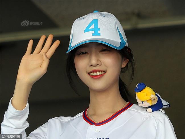 Dispatch: Con gái xinh đẹp của ứng viên tranh cử Tổng thống Hàn Quốc bị quấy rối giữa đường - Ảnh 4.