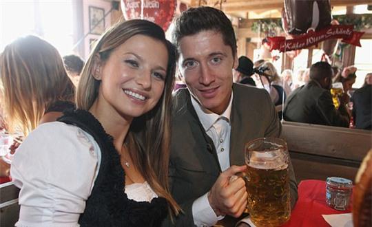 Vợ chồng Lewandowski - Anna là một đôi trai tài - gái sắc