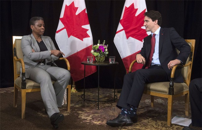Thủ tướng điển trai của Canada đi tất hoạt hình 2 màu trong cuộc gặp Thủ tướng Ireland - Ảnh 3.
